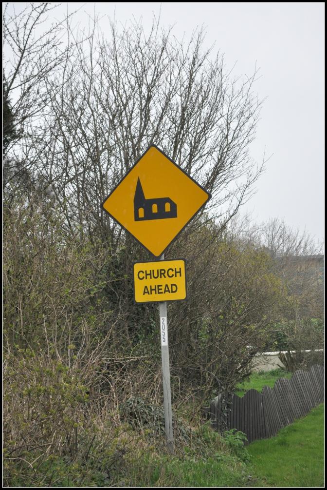 Achtung, Gläubige könnten die Straße kreuzen!